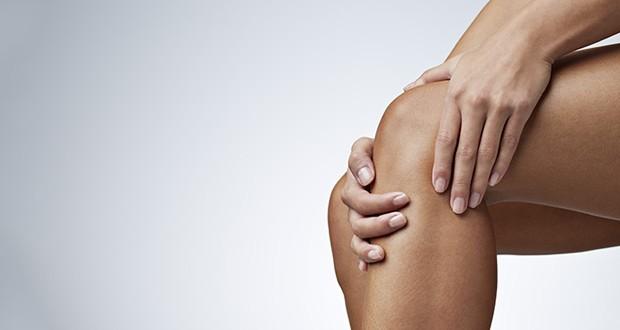 Boli cię kolano, gdy chodzisz po schodach? Oto co to może oznaczać