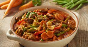 Gulasz z fasolką szparagową i warzywami